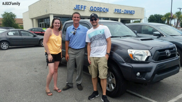 070916 - TM WE - 2014 Toyota Tundra - 2014 Nissan Sentra - Jeff Gordon Chevrolet PreOwned cars + Trucks - Wilmington NC - 250885