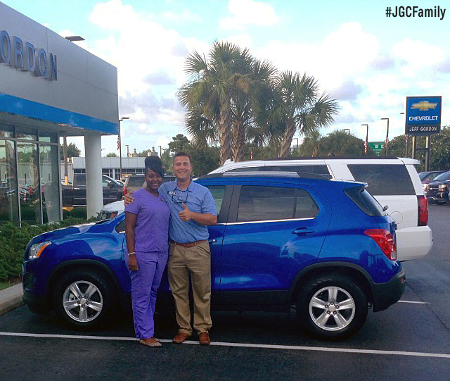 080416-al-brilliant-blue-metallic-2016-chevrolet-trax-2012-dodge-journey-16percent-cash-back-sale-jeff-gordon-chevrolet-wilmington-nc-246521